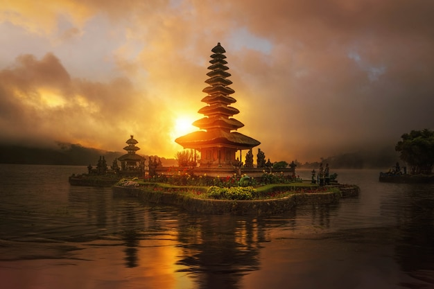 Sunrise in pura ulun danu bratan temple