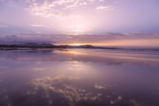 Закат на пляже фамара