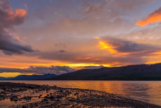 マクドナルド湖の夕日