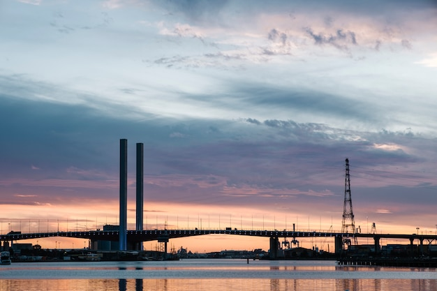 Закат на море и мост