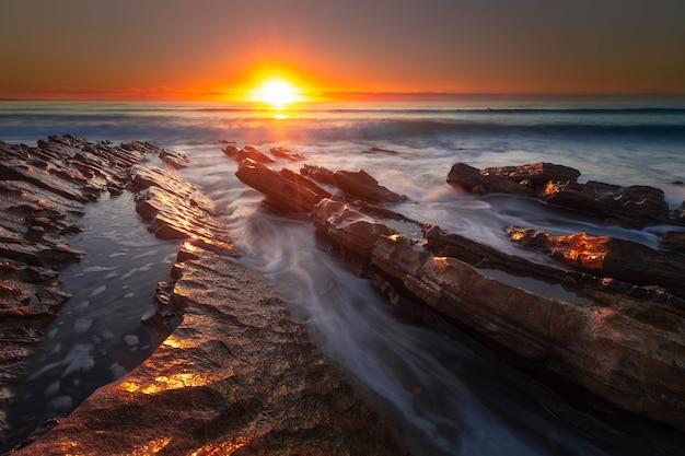 バスクカントリー、ビダールのビーチに沈む夕日