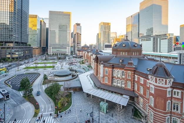日本の東京駅を望む東京市の夕日