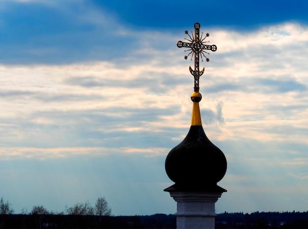 ロシアの教会建築背景のサンセットドーム