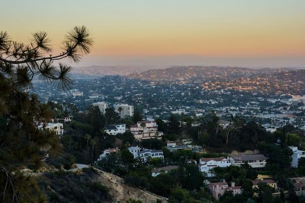 カリフォルニア州ロサンゼルスのグリフィス天文台からの夕日