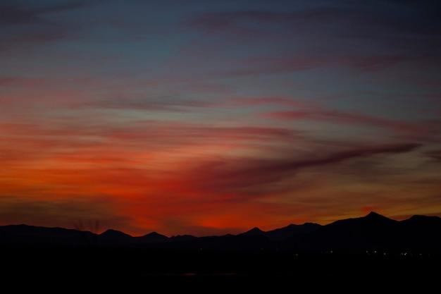 スペイン、アイグアモルスデレンポルダ自然保護区の夕日。