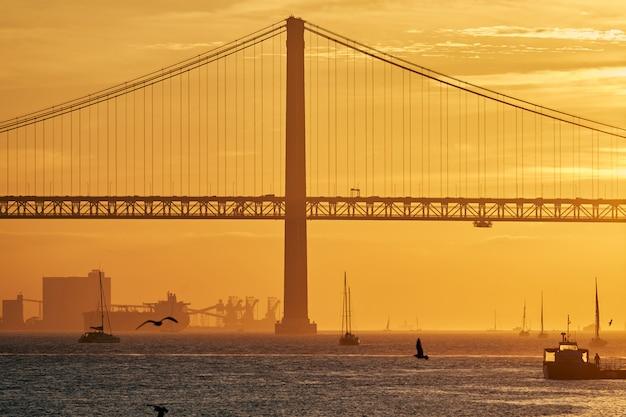 Закат в лиссабоне, португалия