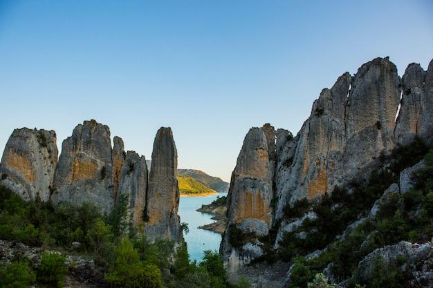 セラデフィネストレス、アラゴン、ピレネーの日没。スペイン