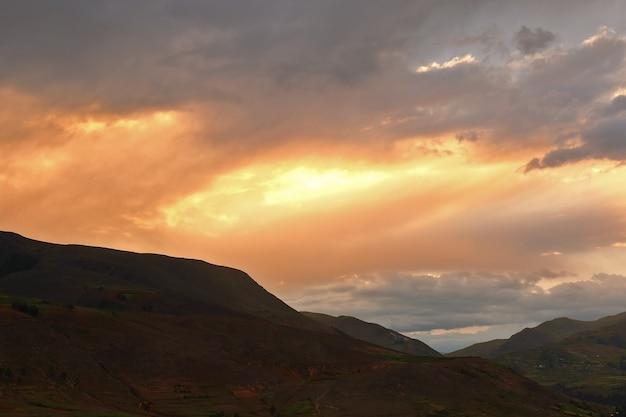 Закат в центральных андах перу
