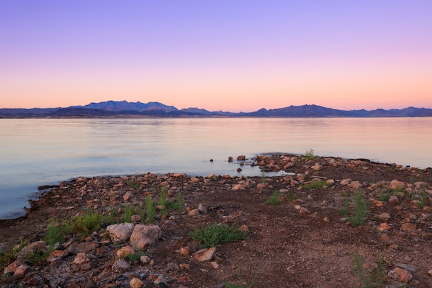 Закат пейзаж озеро мид невада