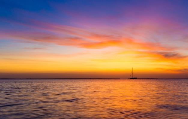 Закат на океане в занзибаре