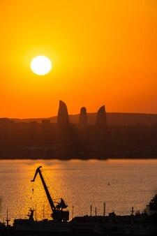 バクー市に沈む夕日