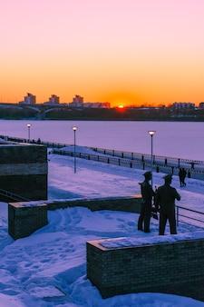 Закат на набережной зимой. нижний новгород