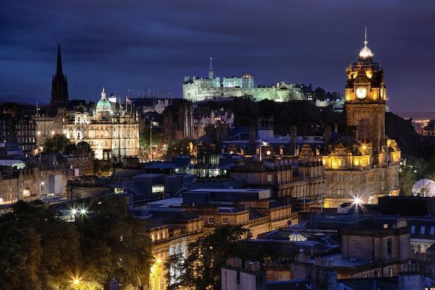 Закат над ночью эдинбург, шотландия