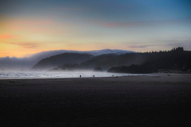 Закат над побережьем орегона, сша