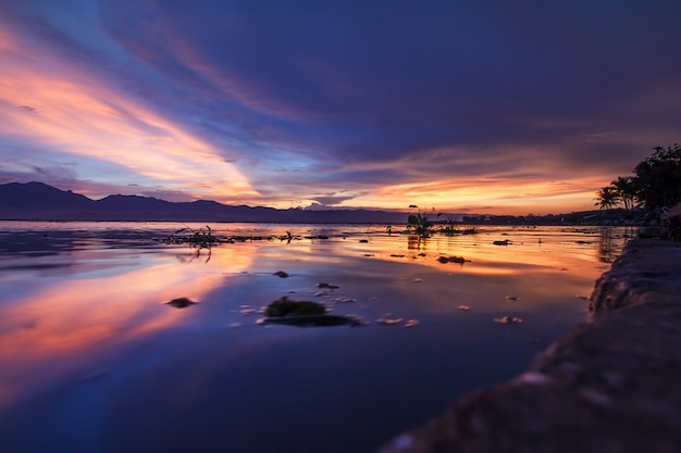Sunset scene twilight on the lake with blue sky and clounds at kwan payao lake in phayao province, thailand.