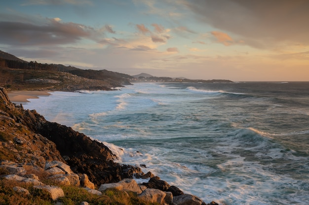Tramonto al mare a porto do son, galizia, spagna