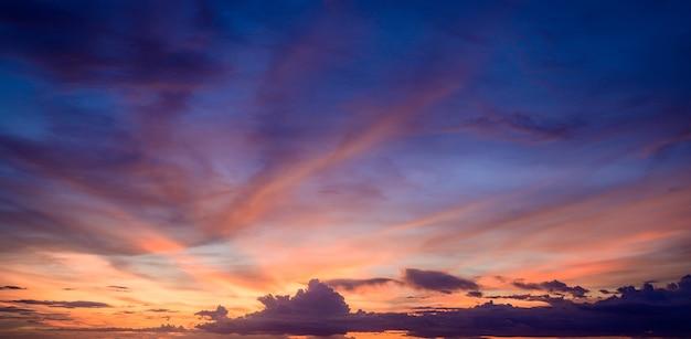 雲と夕焼け空