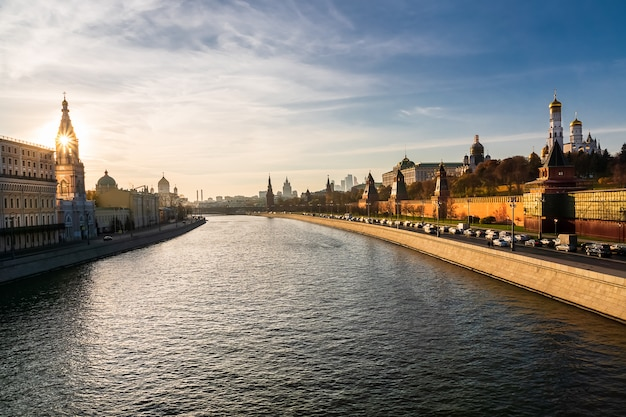 Sunset view from the bolshoy moskvoretsky bridge to the kremlin, moscow river and moscow city.