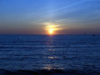 ミシガン湖、ボートに乗って夕焼け