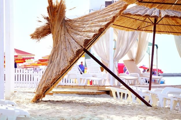 해변에서 양산 우산