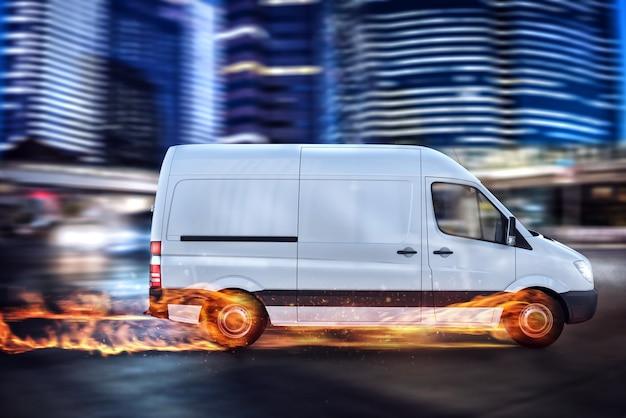 패키지 서비스의 초고속 배송. 도로에 불에 바퀴가 달린 밴