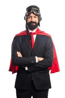 彼の腕を持つスーパーヒーローのビジネスマンを越えた