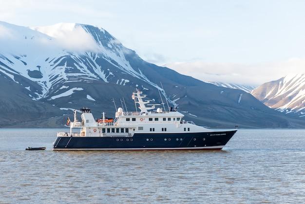 Super luxury yacht in arctic sea near longyearbyen, svalbard archipelago