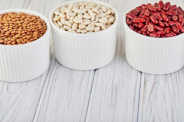 ボウルのスーパーフードと豆の種