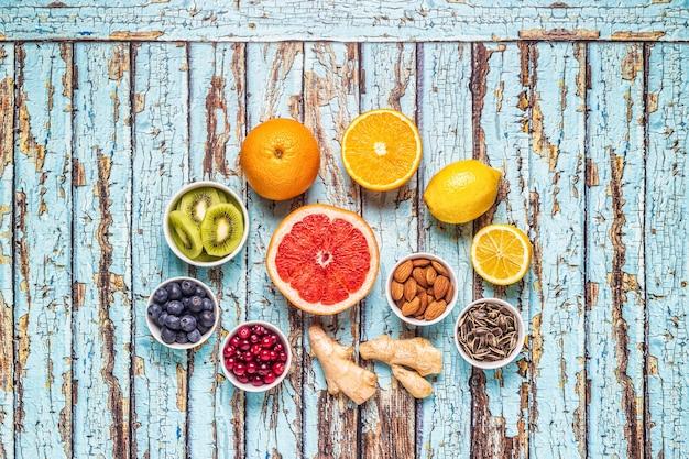 Суперпродукты для повышения иммунитета и средства от простуды, вид сверху.