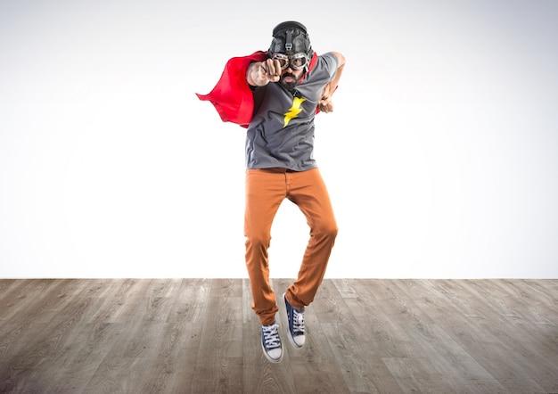 Супергерой полет на красочный фон
