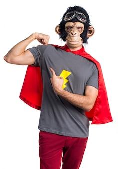 Scimmia supereroe uomo facendo un gesto forte