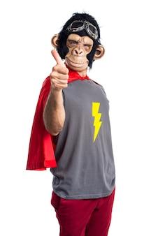 엄지 손가락 최대와 슈퍼 히어로 원숭이 남자