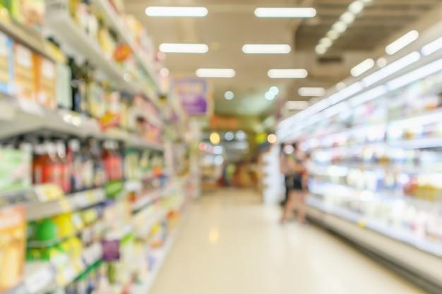 スーパーマーケットの通路ぼやけて背景