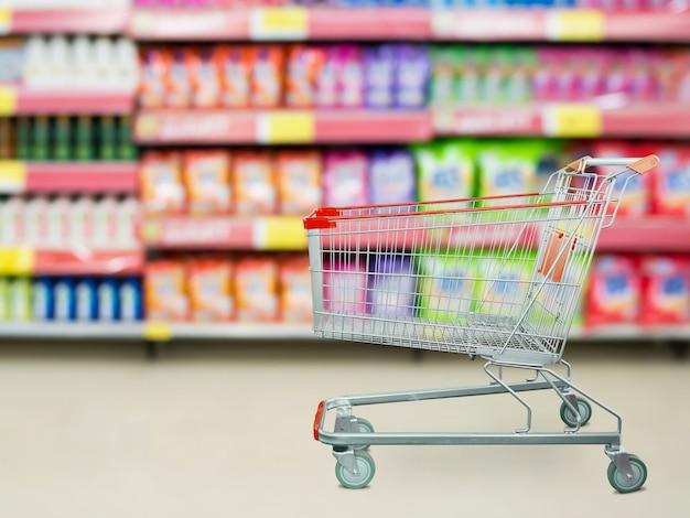 빈 장바구니와 슈퍼마켓