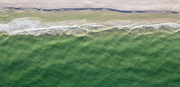 해변 상위 뷰 여름 배경에 서핑 파도