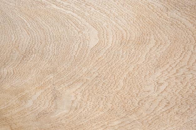Superficie di legno chiaro con forme astratte