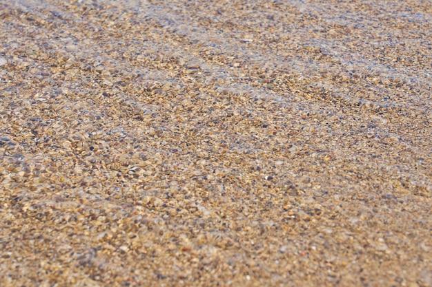ギリシャのクレタ島の熱帯の砂浜の澄んだ水の表面。