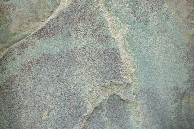 Поверхность серо-зеленого камня с неровной поверхностью текстура камня с копией пространства