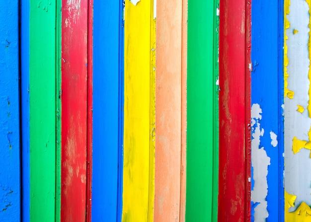 오래 된 나무의 표면 페인트 다채로운 판자