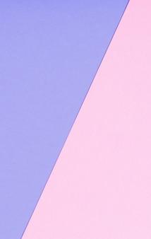 Поверхность розовых и фиолетовых пастельных листов бумаги