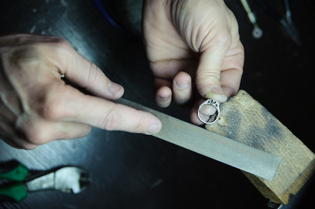 Surface treatment of jewelry rings in the manufacturing process