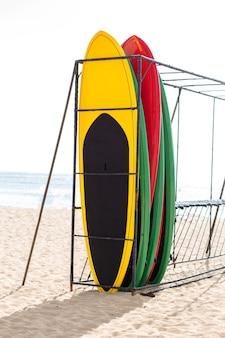 ハワイのビーチでサーフボード