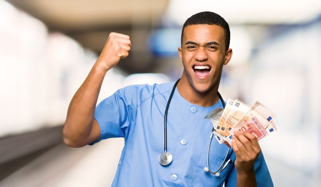Surgeon doctor man taking a lot of money in a hospital