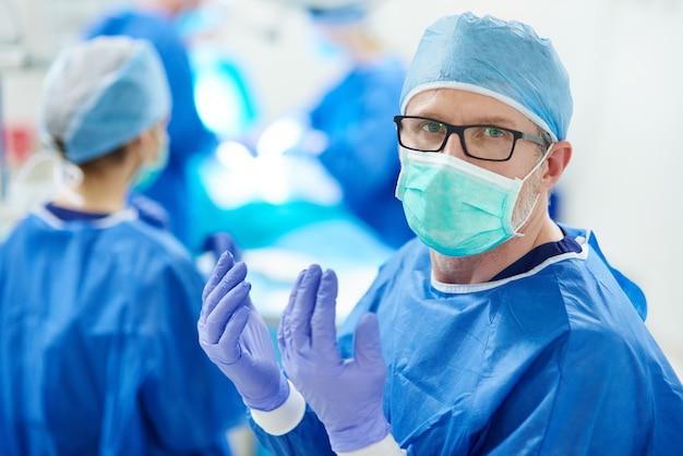 Хирург готов к следующей операции