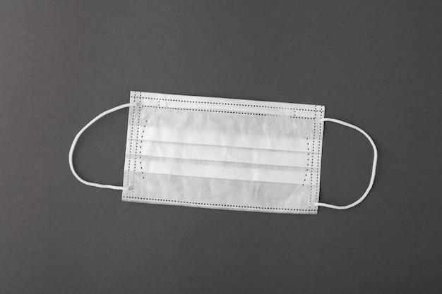 コロナウイルス感染を防ぎ口と鼻を覆う外科用医療用マスク