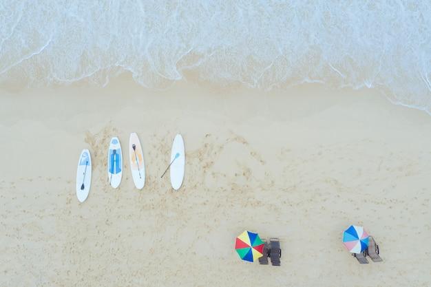 スリンビーチと観光客の旅行場所タイの夏休み空中上面図
