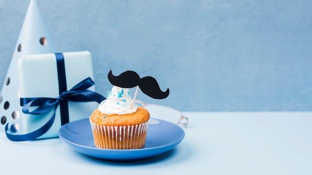 Sorpresa per la festa del papà cupcakes e copia spazio