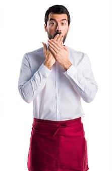 Staff di cravatta elegante bianco sorpreso