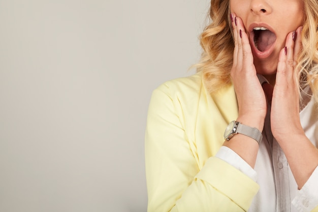 Sorpreso bocca femminile