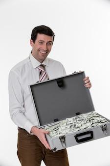 달러로 가득 찬 가방을 들고 놀란 남자 돈 가방을 든 행복한 사업가